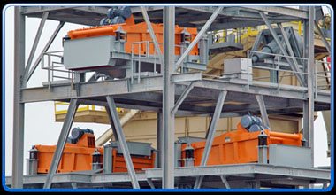 Dewatering screens on multi fraction sand plant